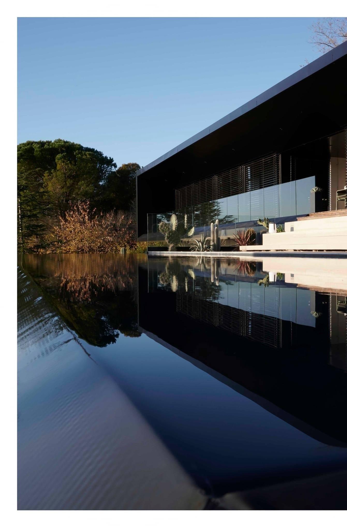 piscine à débordement, terrasse et espaces verts à toulouse